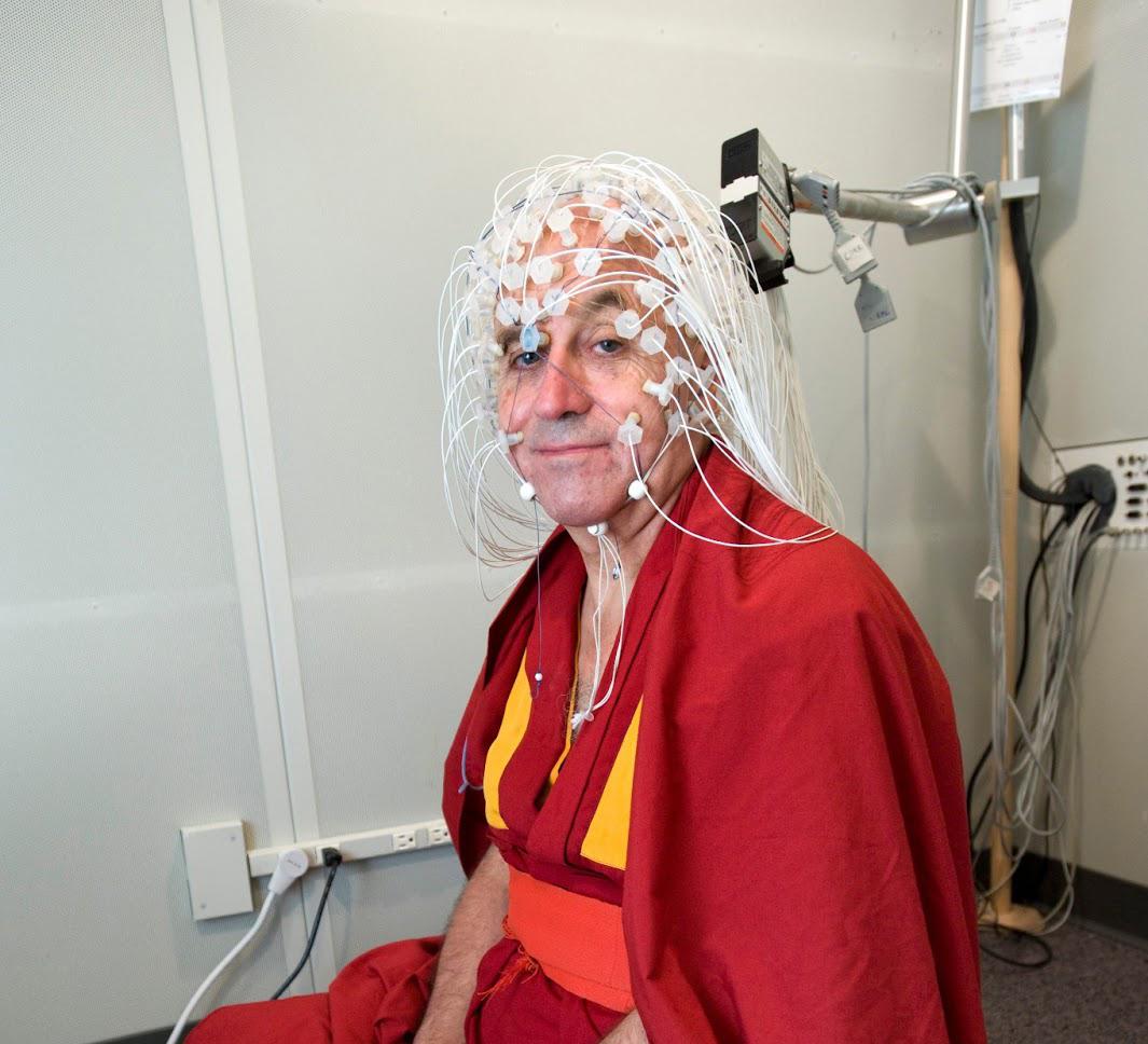 Matthieu com 256 eletrodos de EEG.