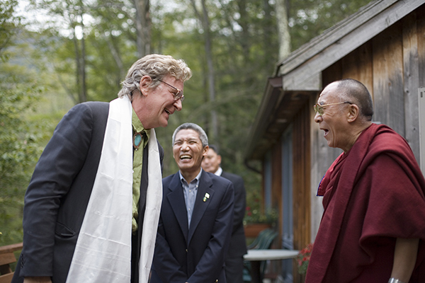 Robert Thurman é um escritor americano e acadêmico budista que tem escrito, editado e traduzido diversos livros sobre o budismo tibetano. Ele também é o co-fundador e presidente da Tibet House New York e atualmente possui a primeira cadeira no seu campo de estudo nos Estados Unidos na Universidade de Columbia. Thurman foi o primeiro ocidental a ser ordenado monge budista pelo Dalai Lama, e é um dos mais influentes ativistas contra a ocupação Chinesa do Tibete.